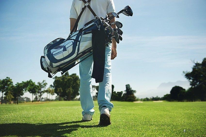 Caminando por un campo de golf
